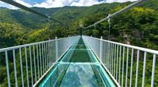 玻璃吊桥的建造与养护