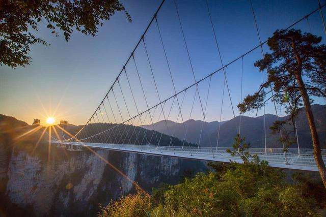 玻璃吊桥施工技术分享