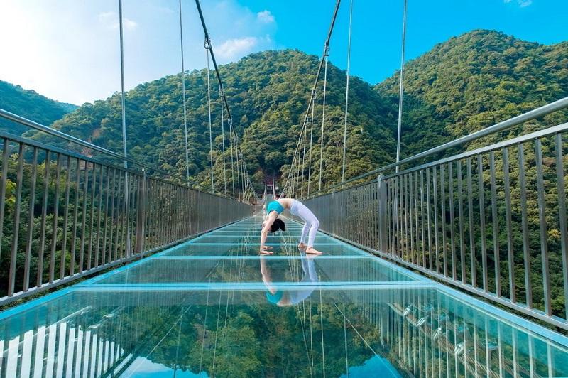 高空玻璃吊桥施工厂家向你分享景区玻璃吊桥营运注意事项