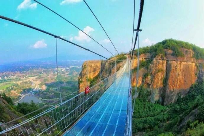 玻璃索桥施工,高空玻璃吊桥承建-郑州大齐玻璃吊桥高端悬索桥承建公司