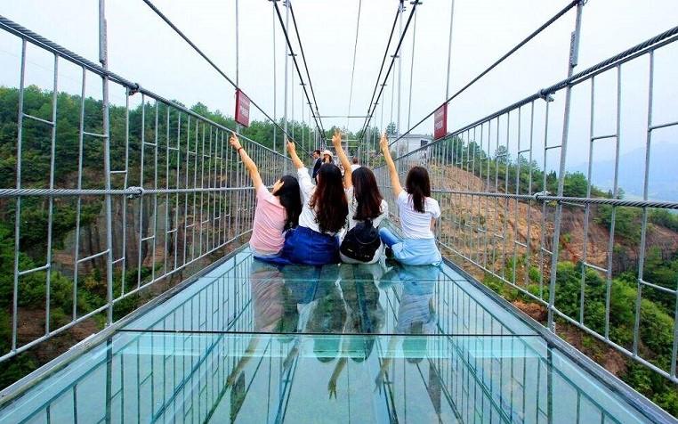 湖南平江县石牛寨景区玻璃桥
