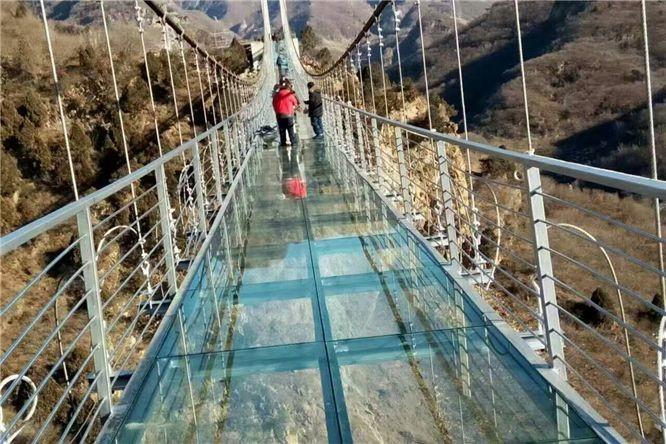 玻璃吊桥施工常见养护方法以及游客注意事项