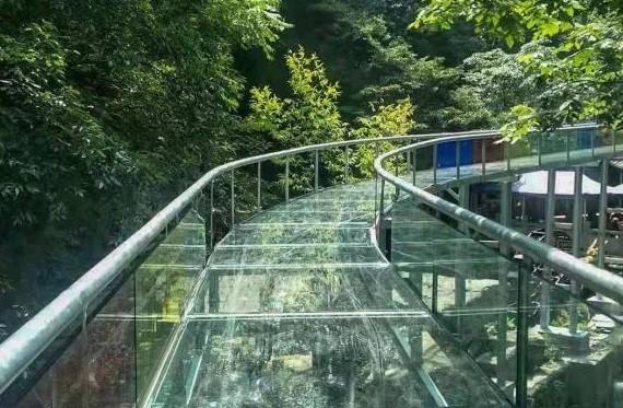 玻璃水滑道图片展示-大齐建设工程专业玻璃水滑道公司
